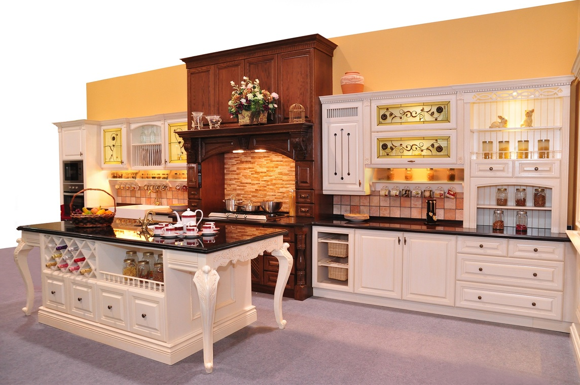 Classic design gallery by rowenda kitchen for Classic style kitchen