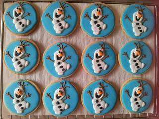 Olaf icing cookies
