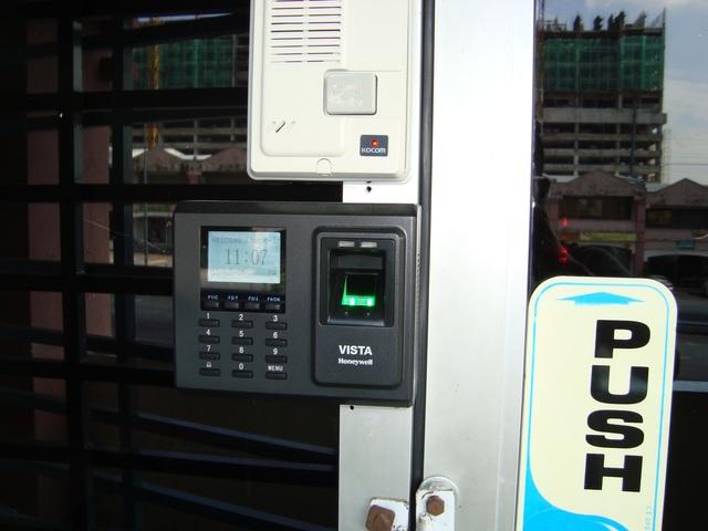 Seri Kembangan Pusat Perdagangan Finger print access system