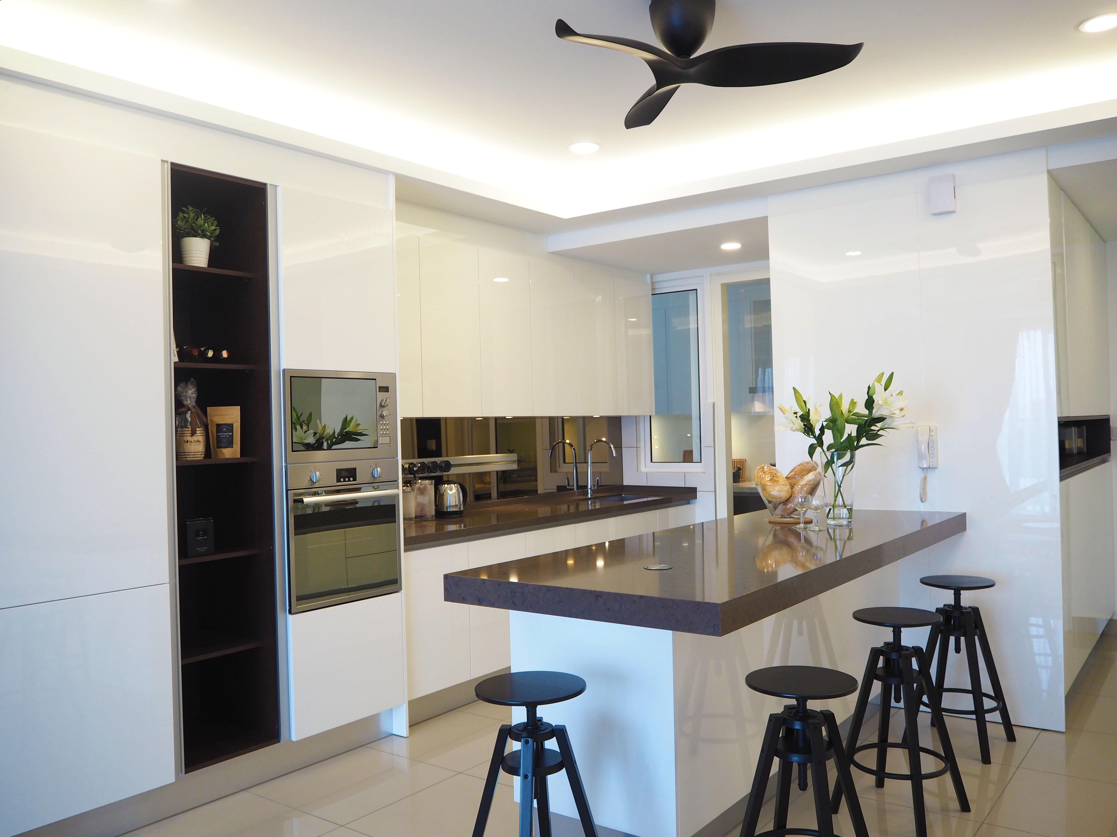 Sleek high gloss kitchen 1