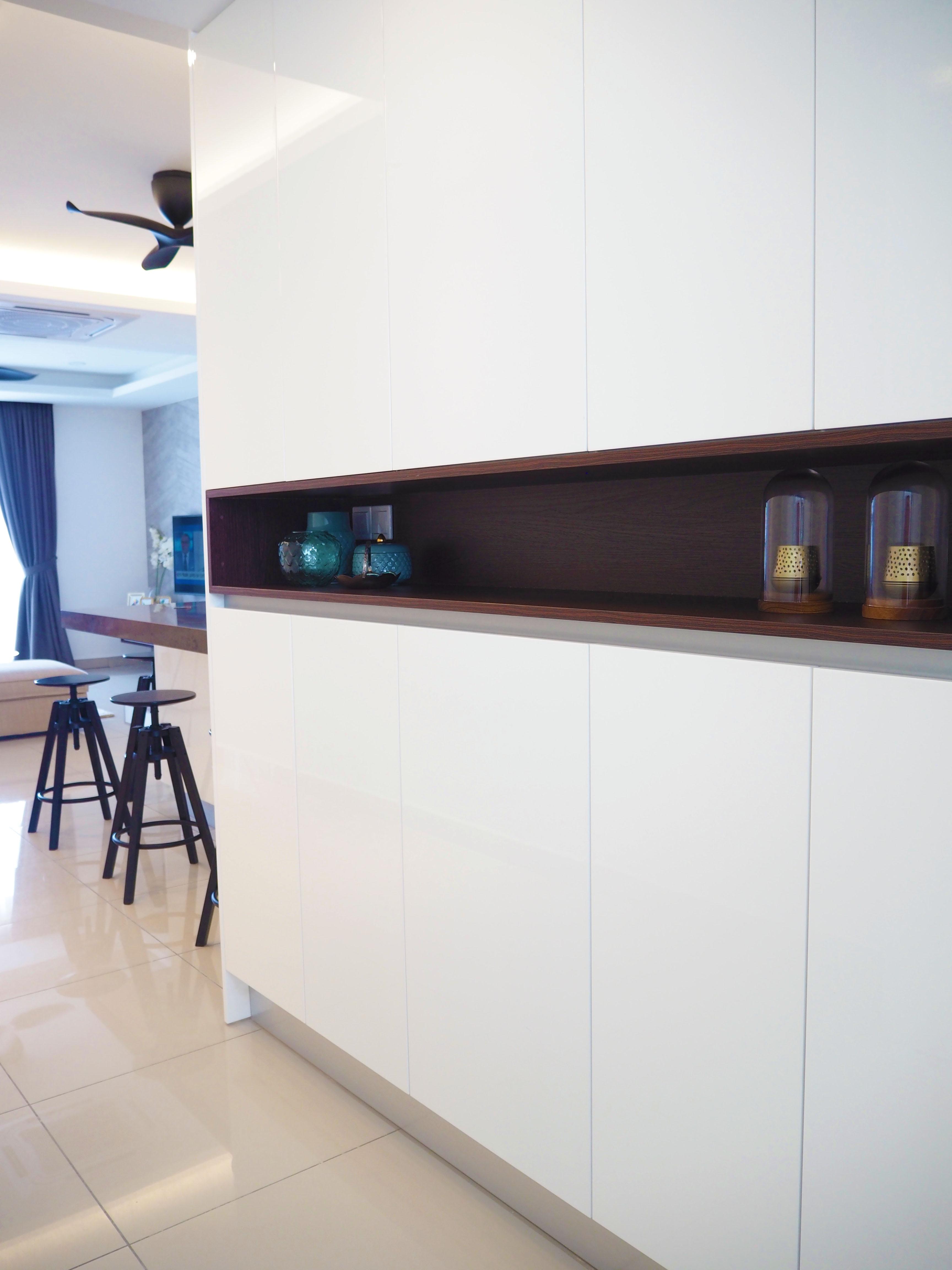 Sleek high gloss kitchen 4