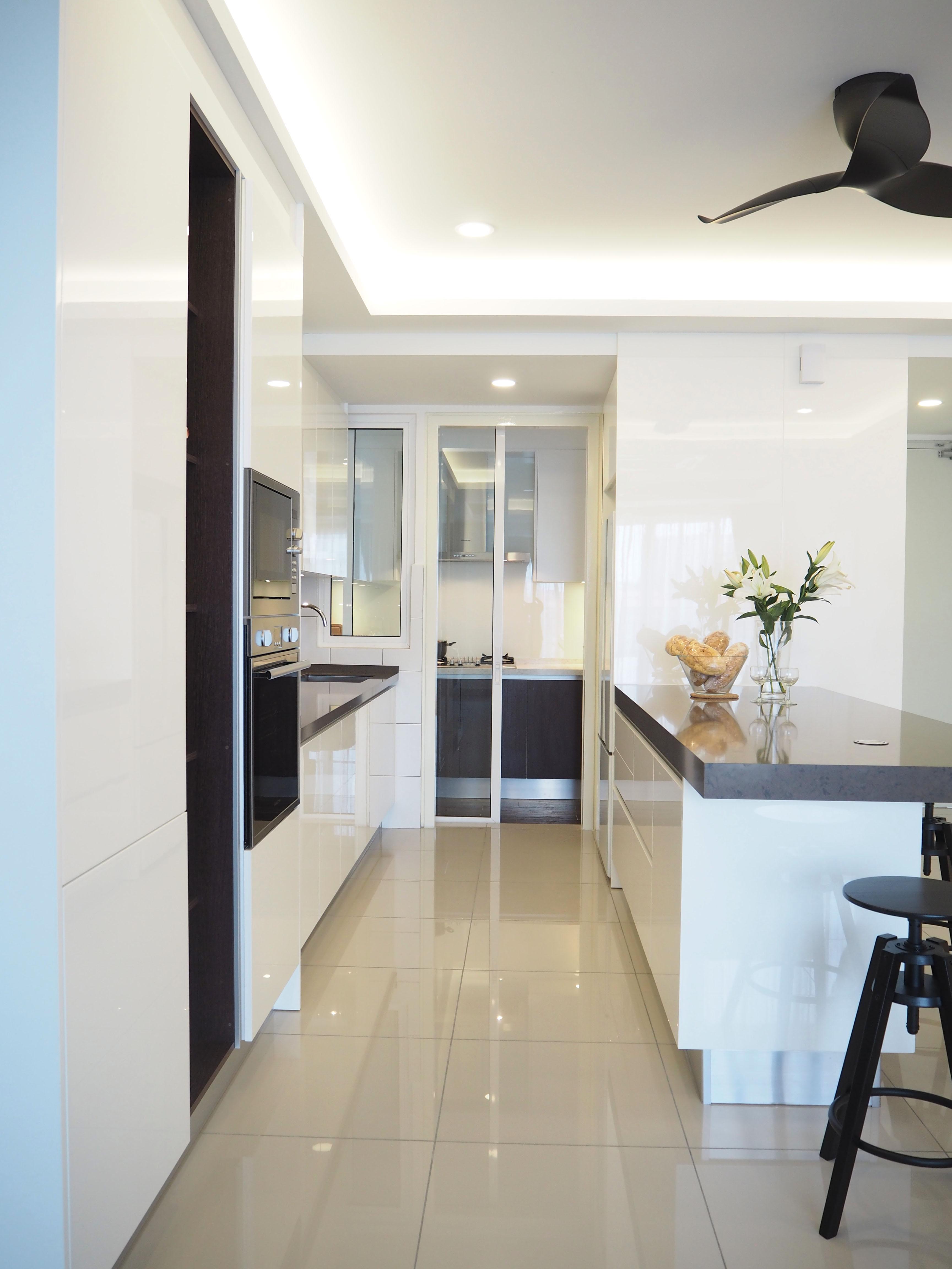 Sleek high gloss kitchen 6