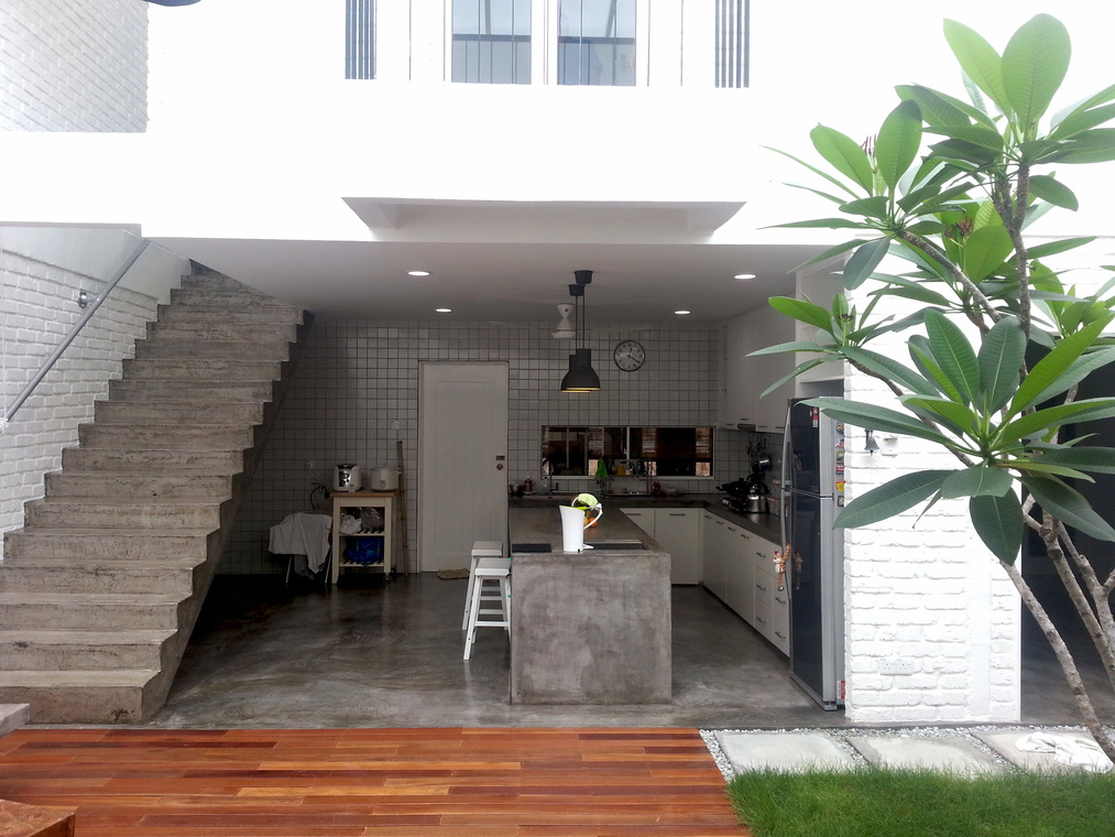 LOO RESIDENCE by AMORPHOUS DESIGN SDN BHD - Completed 1800 - 2400 sqft Terrace Bathroom Entrance /  Foyer Garden Living Living Room Dining Kitchen Industrial Minimalist Carpentry Flooring Paint Ceiling - Recommend.my