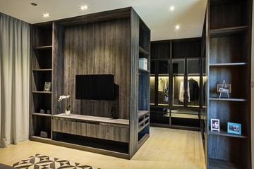 Master bedroom/walk-in wadrobe