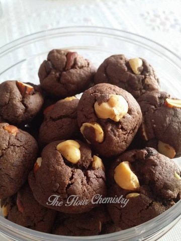 Chocolate Chips Nutty Cookie