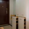 Thumb entryway shoe storage