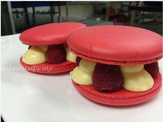 Raspberry Macarons #macarons