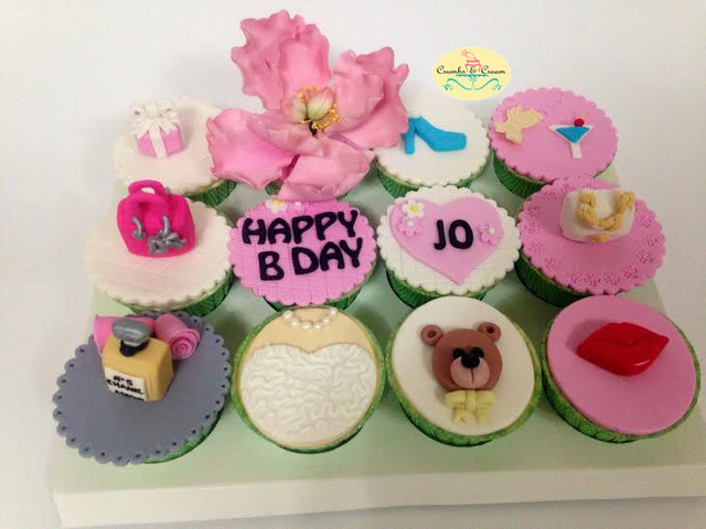 Chic & trendy cupcakes for a girl's birthday